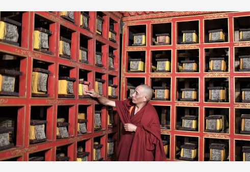 China launches largest ancient books protection at Potala Palace