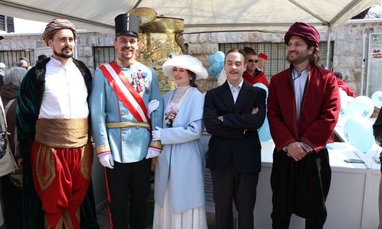 Husrev-bey, Isa-bey, Ferdinand and Gavrilo Princip walk the streets of Sarajevo
