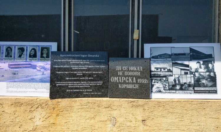 Anniversary of the closing of Omarska concentration camp – Two memorial plaques erected