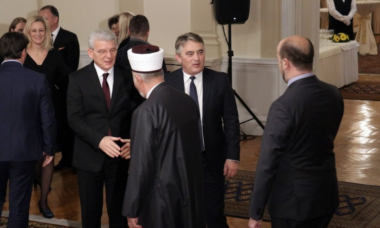 Džaferović and Komšić congratulate BiH Statehood Day