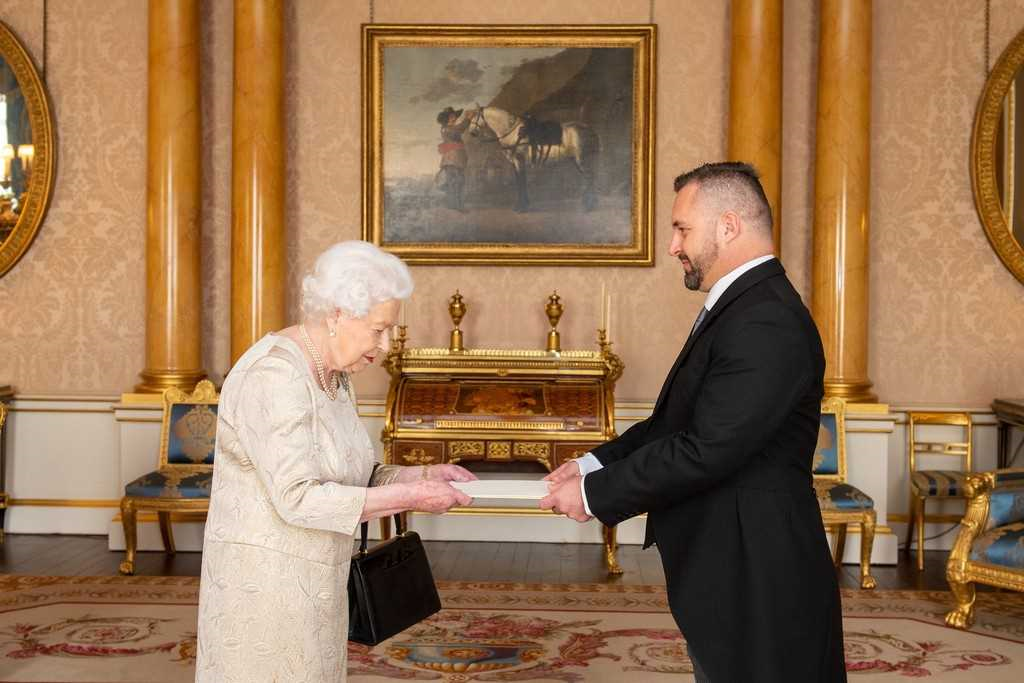 Ambassador Filipović presents credentials to Queen Elizabeth II