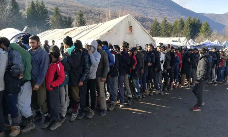 Migrants are still in Vučjak, but they start accepting meals
