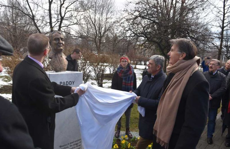 The busts of Ashdown, Mock and Mazowiecki unveiled at Sarajevo's Kemal Monteno Park