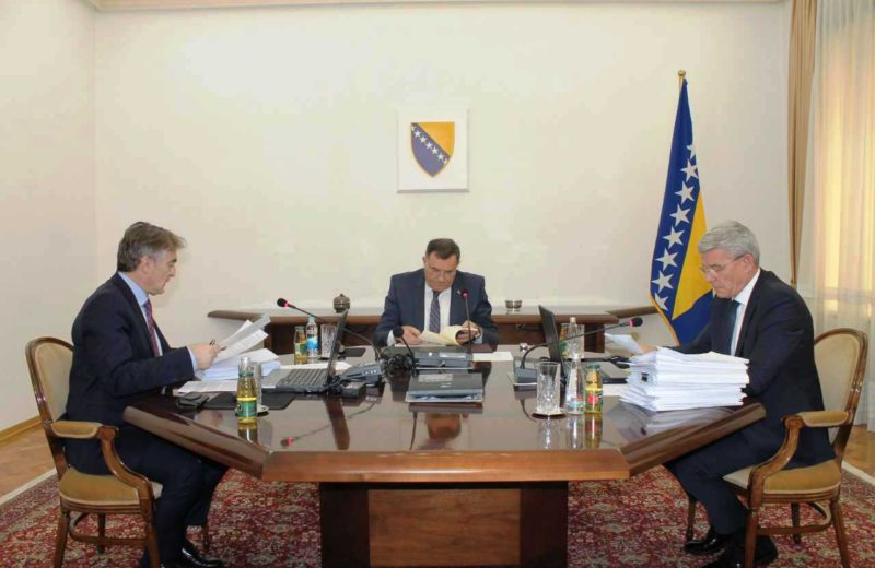 BiH Presidency requests closing of all border crossings for movement of people