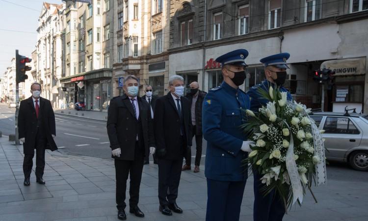 Džaferović and Komšić lay flowers at Sarajevo memorials to mark the Day of the City