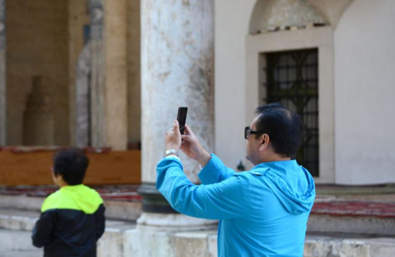 Pandemic reduced number of tourists in March by 62.5 percent