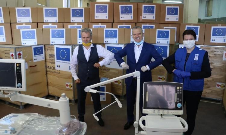 Ambassador Sattler hands over EU donation in protective and medical equipment
