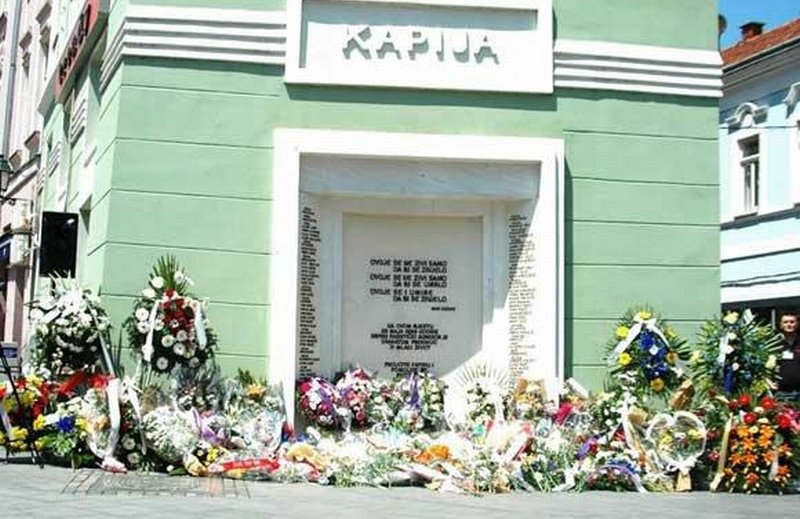 Tuzla residents mark the anniversary of crime at Kapija