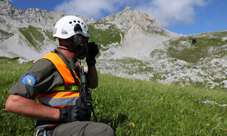 EUFOR and FUCZ in a joint mine clearance operation