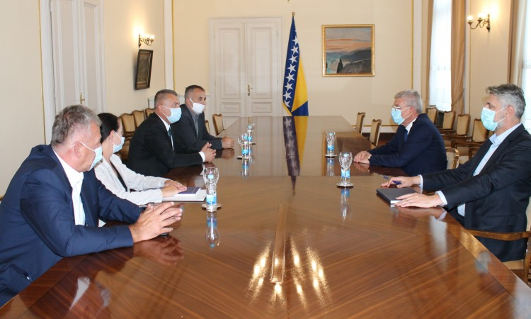 Džaferović with Kozarac delegation: Highway route should be changed