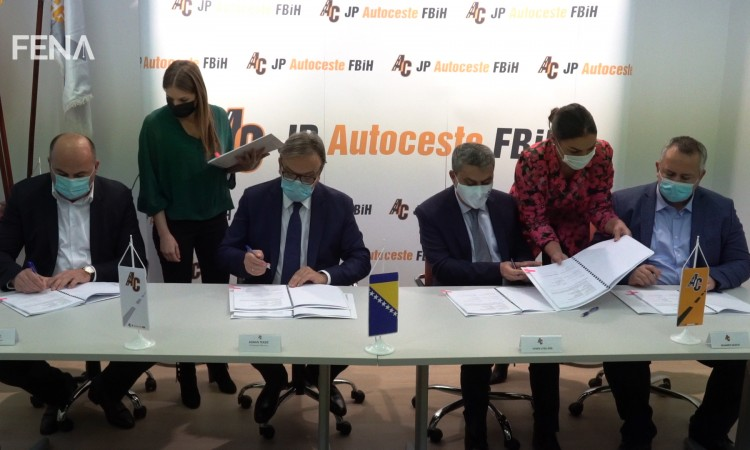 A contract on construction of the Poprikuša-Nemila motorway section signed today