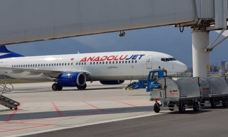 First AnadoluJet plane lands at Sarajevo Airport