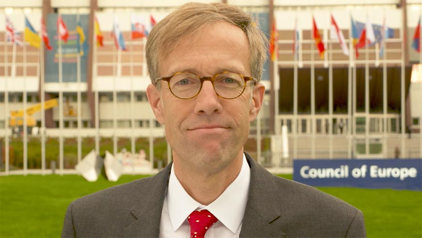 Höltgen: Social networks should respect laws of countries in which they make a profit