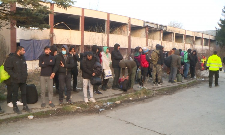 More than 80 migrants from abandoned buildings relocated to Lipa camp
