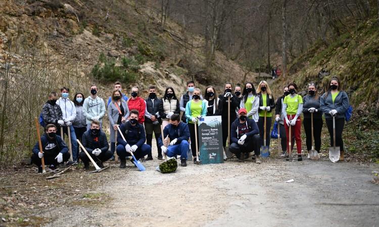 Volunteers of 'Let's Do It' team plant more than 6,000 seedlings throughout BiH