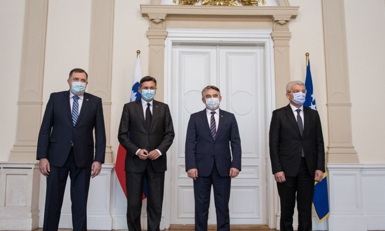 Komšić confirmed that Pahor asked if a peaceful break-up of BiH was possible