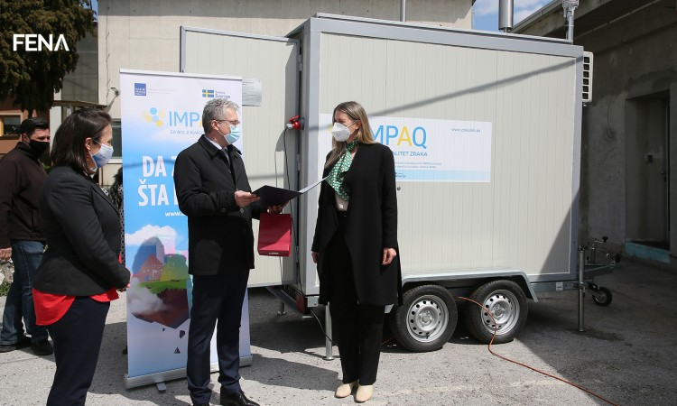 FBiH HMZ receives air quality measuring equipment with the support of Sweden