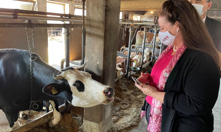 USAID Mission Director Eslick emphasizes support for BiH dairy industry