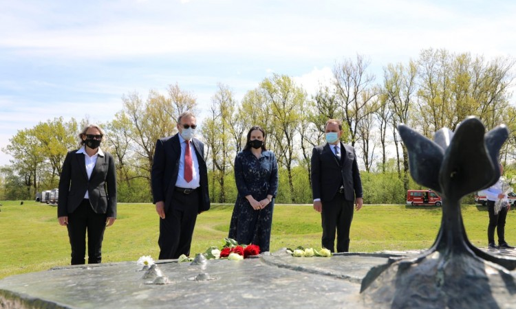 City of Sarajevo delegation pays respect to the victims in Jasenovac
