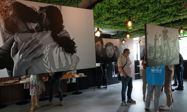 UNHCR opens field office in Tuzla with a photo exhibition of refugees