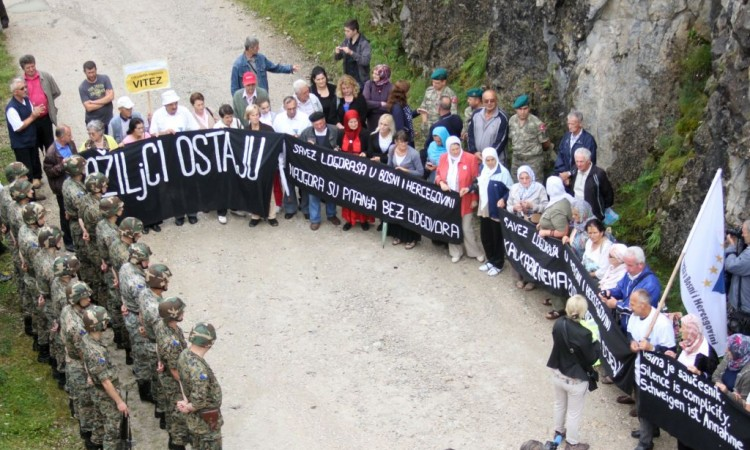 Former detainees mark the 29th anniversary of war crime at Koričanske stijene