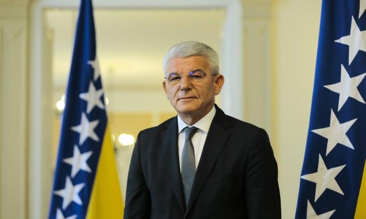 Džaferović: Dodik shames RS and Serb people at international gatherings